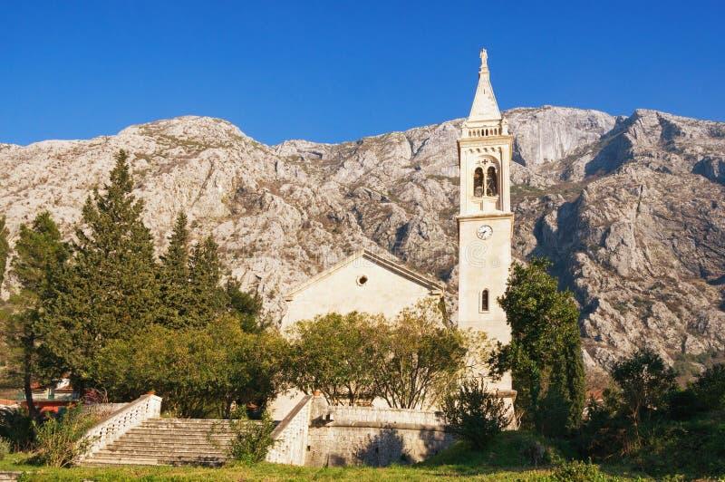 Widok kościół St Eustahije, Dobrota miasteczko, Montenegro zdjęcie stock