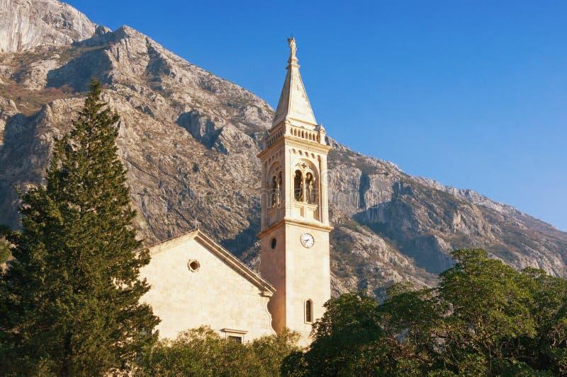 Widok kościół St Eustahije w Dobrota miasteczku, Montenegro zdjęcia royalty free