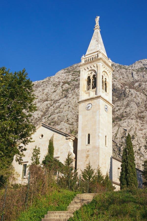 Widok ko?ci?? katolicki ?wi?ty Eustace Montenegro, Dobrota miasteczko obrazy stock
