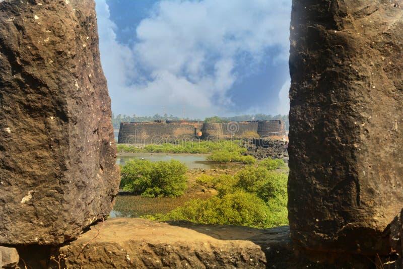Widok Kolaba fort przez sterty ramy obraz royalty free