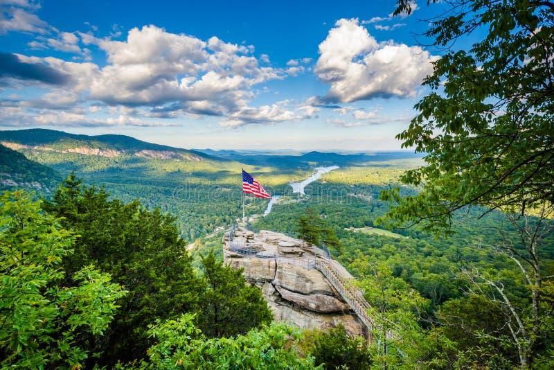 Widok komin skała i Jeziorny nęcenie przy komin skały stanu parkiem, N zdjęcia stock