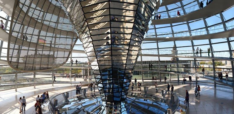 Widok kopuły szkła Reichstaga Berlin Niemcy zdjęcia stock