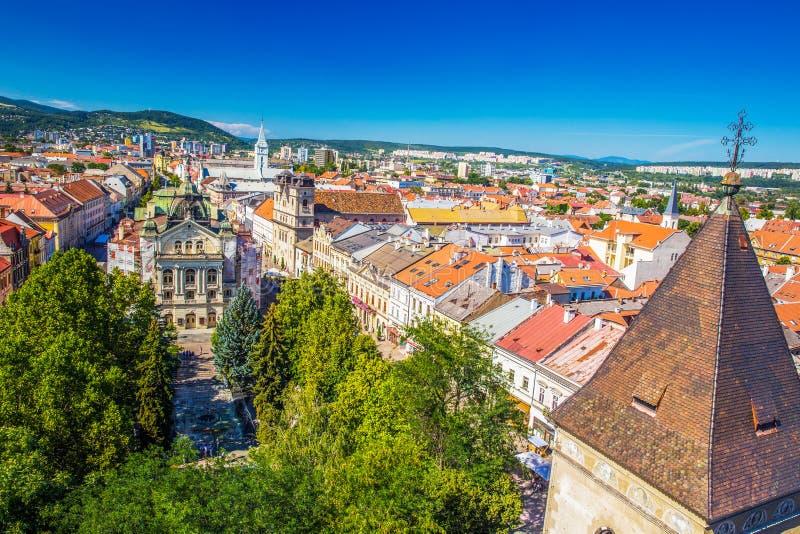 Widok Kosice theatre na głównej ulicie z wierzchu świętego Elisabeth katedry obrazy stock