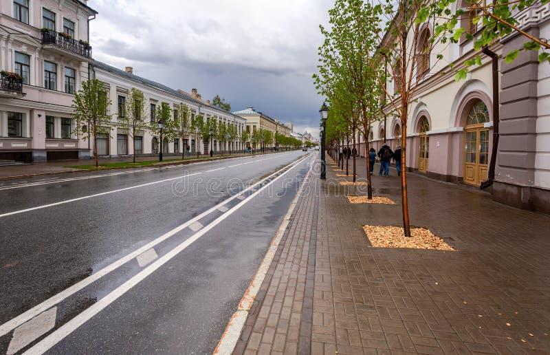 Widok Kremlowska ulica w letnim dniu w Kazan, Rosja obrazy royalty free