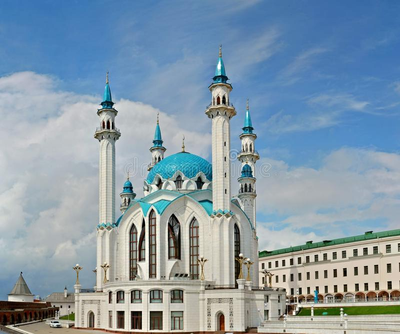 Widok Kula Sharif meczet od ściany Kazan Kremlin fotografia stock