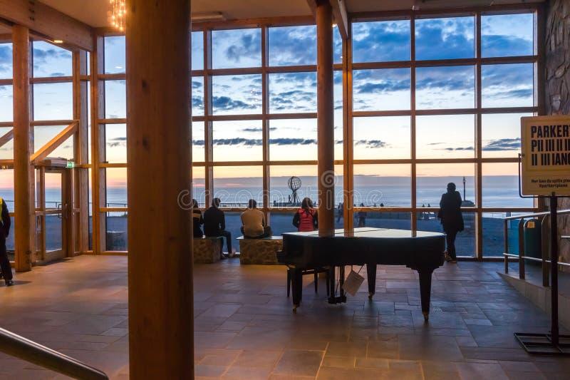 Widok kula ziemska od Północnego przylądka Hall, wyspa Mageroya, Norwegia obrazy stock