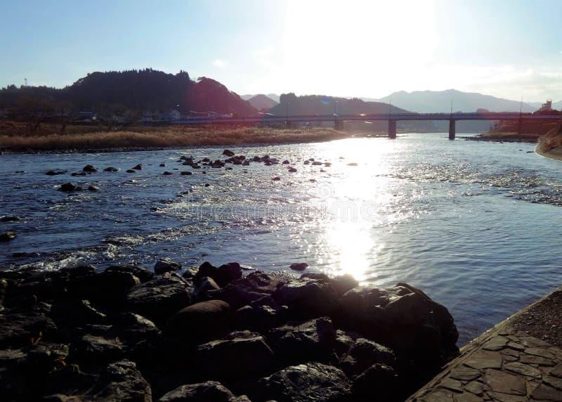 Widok Kuma rzeka od banka w Hitoyoshi mieście, Japonia zdjęcie royalty free