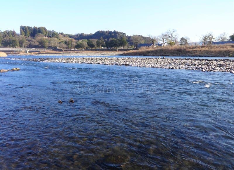 Widok Kuma rzeka od banka w Hitoyoshi mieście, Japonia obrazy royalty free