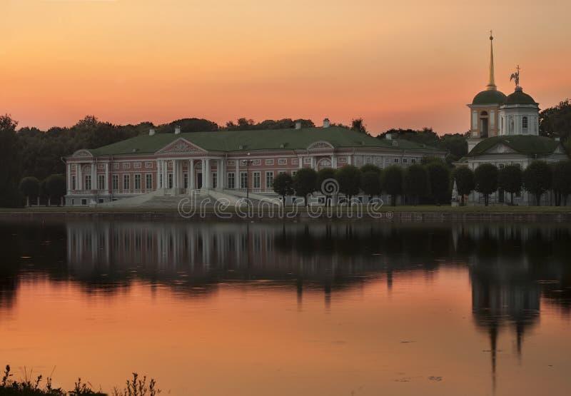 Widok Kuskovo pałac przy zmierzchem i park Kuskovo był lata dom na wsi nieruchomością Sheremetev rodzina i Rosja, Mo zdjęcie stock