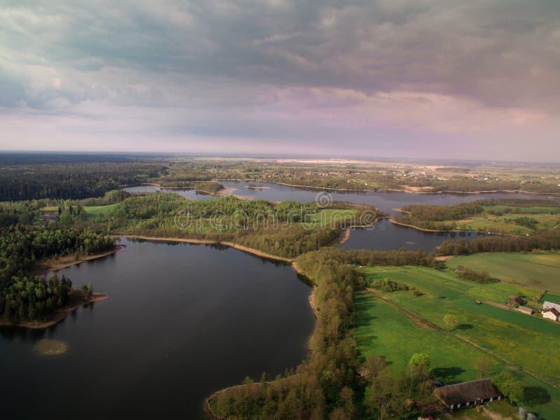 Widok las od wzrosta i rzeka zdjęcie stock
