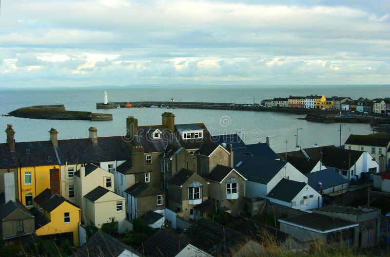 Widok latarnia morska przy okręgu administracyjnego puszka wioską Donaghadee w Północnym i schronienie - Ireland fotografia stock