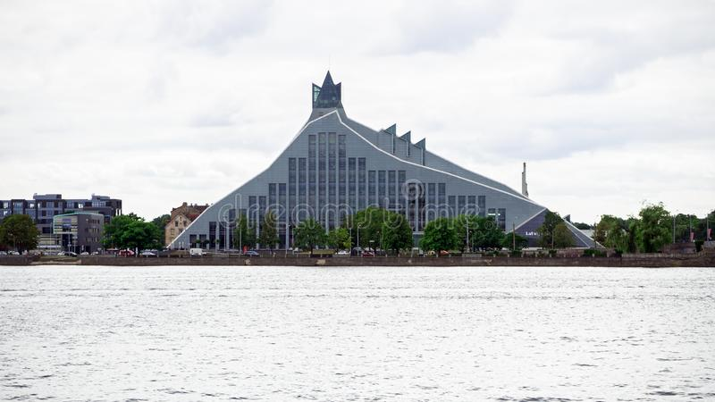 Widok Latvian krajowa biblioteka w Ryskim, Latvia, Lipiec 25, 2018 zdjęcie stock