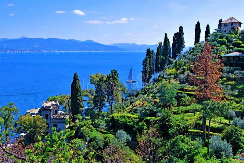 Widok Liguryjski morze od Castello Brown, Portofino, Liguria, Włochy 2019 zdjęcie stock