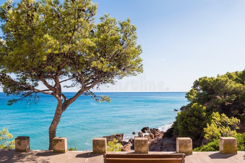 Widok linia brzegowa Costa Dorada w Miami Platja, Tarragona, Catalunya, Hiszpania Odbitkowa przestrzeń dla teksta zdjęcie royalty free