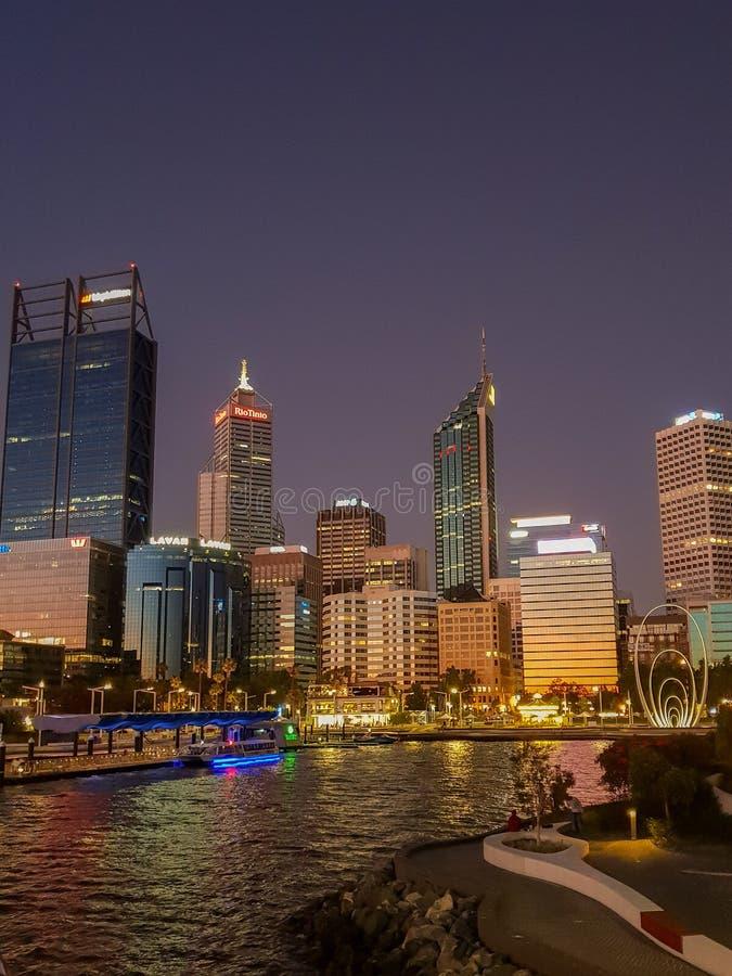 Widok linia horyzontu Perth i Elizabeth quay fotografia stock