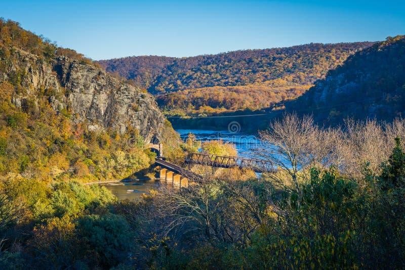 Widok linia kolejowa mosty i Potomac rzeka w harfiarzach, Przewozi zdjęcie stock