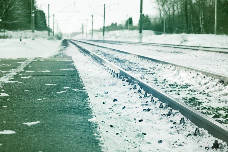 Widok linia kolejowa w zimie zdjęcie royalty free
