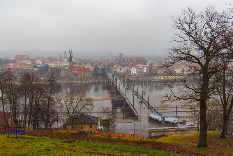 Widok Litewski miasto Kaunas na mgłowym dniu obrazy royalty free