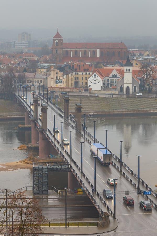 Widok Litewski miasto Kaunas na mgłowym dniu obrazy stock
