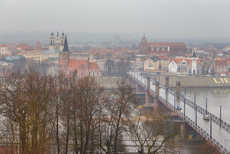 Widok Litewski miasto Kaunas na mgłowym dniu zdjęcie stock
