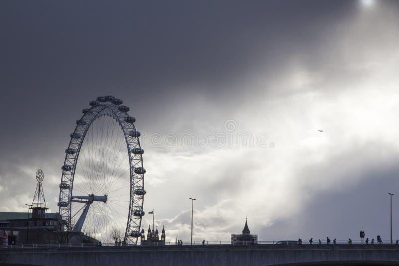 Widok London Eye milenium koło na Południowym banku rzeczny Thames, Londyn, Anglia, obraz stock