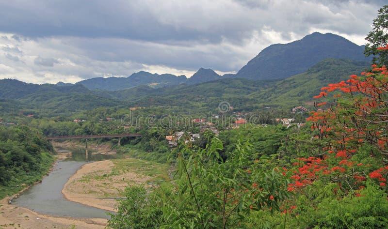 Download Widok Luang Prabang Od Phousi Góry Zdjęcie Stock - Obraz złożonej z rzeka, mekong: 57662348