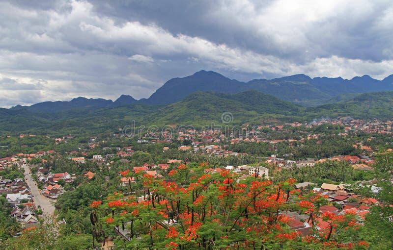 Download Widok Luang Prabang Od Phousi Góry Obraz Stock - Obraz złożonej z panorama, architektury: 57662403