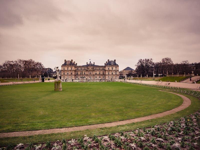 Widok Luksemburg pałac wśrodku jawnego ogródu Luxem, obrazy stock