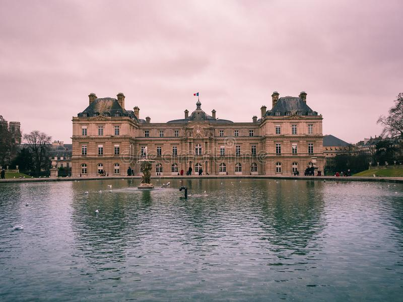 Widok Luksemburg pałac wśrodku jawnego ogródu Luxem, zdjęcia stock