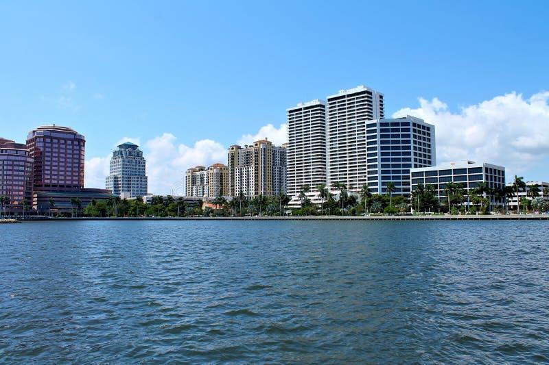 Widok luksusowi mieszkania własnościowe i hotele fotografia stock