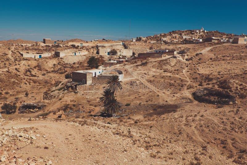 Widok mała berber wioska Tamezret w Tunezja zdjęcia royalty free