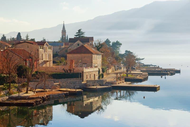 Widok mały Śródziemnomorski miasteczko Dobrota w zimie Montenegro zdjęcie royalty free
