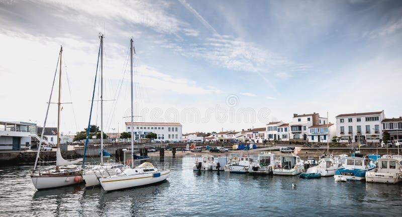 Widok mały port dokąd manewr łodzie rybackie w Portowym Joinville obraz royalty free