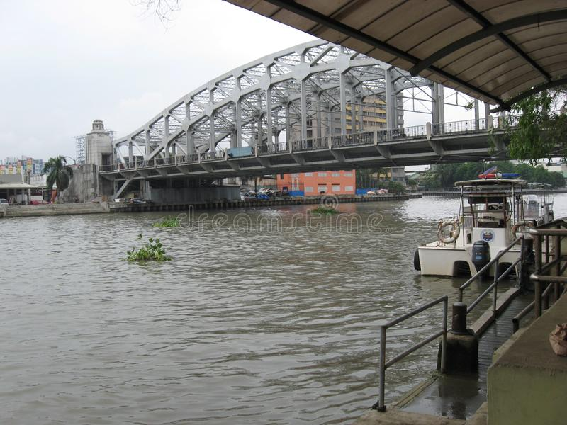 Widok Manuel L Quezon pomnika most, Manila, Filipiny zdjęcia stock