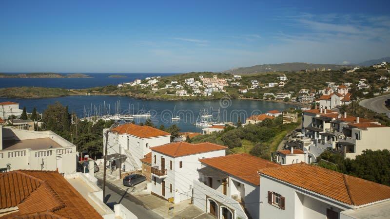 Widok Marina i miasteczko na Andros wyspie zdjęcie royalty free