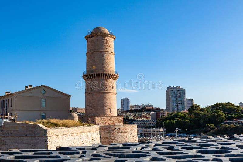 Widok Marseille molo, fortu świętego Jean kasztel w południe Fran zdjęcia royalty free