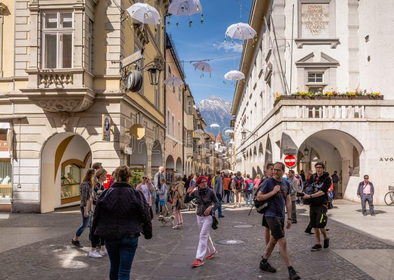 Widok Merano główna ulica, Bolzano, Południowy Tyrol, Włochy obraz stock