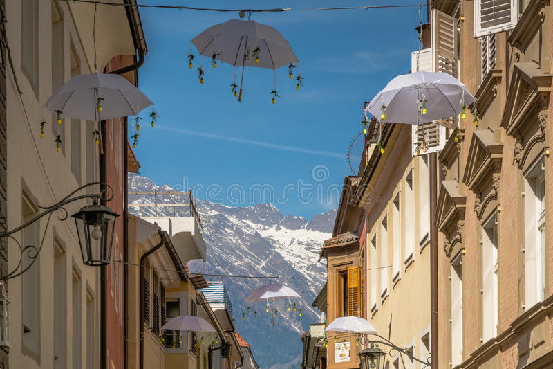 Widok Merano główna ulica, Bolzano, Południowy Tyrol, Włochy zdjęcia stock