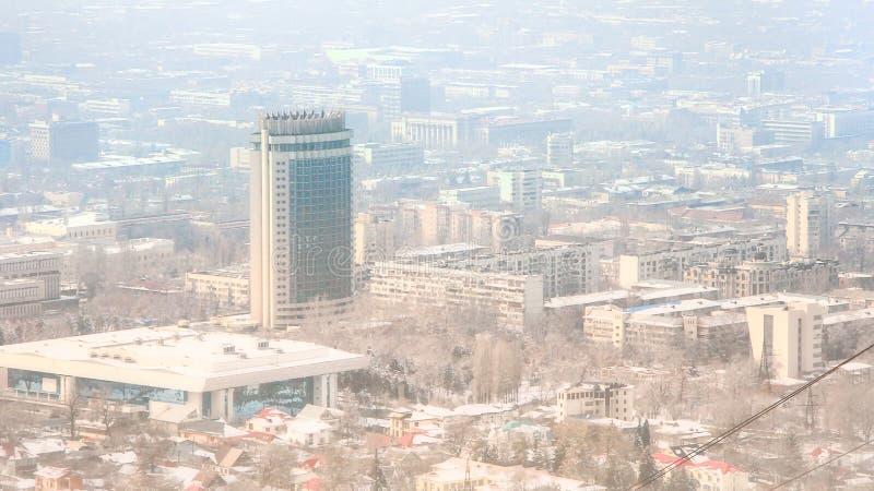 Widok mgłowy miasto Almaty, Kazachstan zdjęcia royalty free
