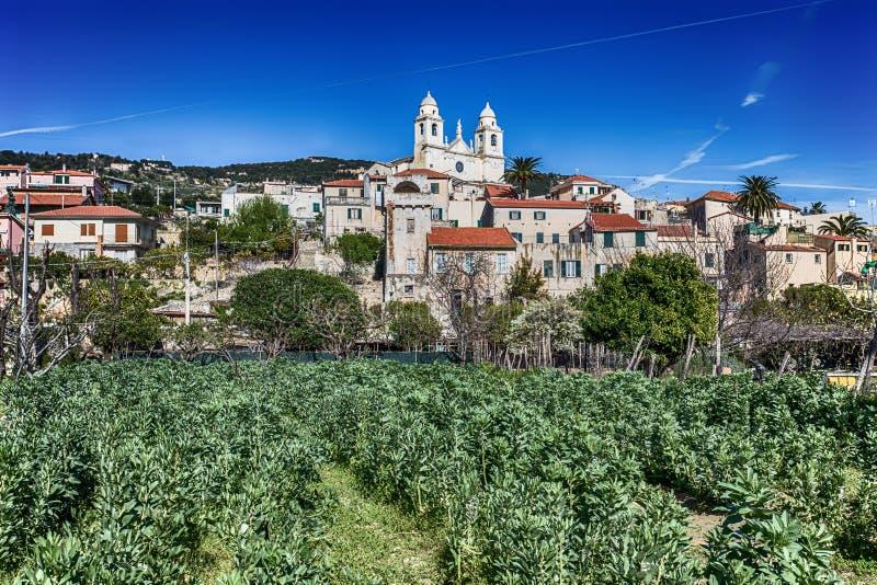 Widok miasta denny villagge Borgio Verezzi, Savona, Włochy, ligurian Riviera, centrum miasto zdjęcia stock