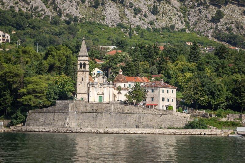 Widok miasto Dobrota z kościół Świątobliwy Matthew obraz royalty free