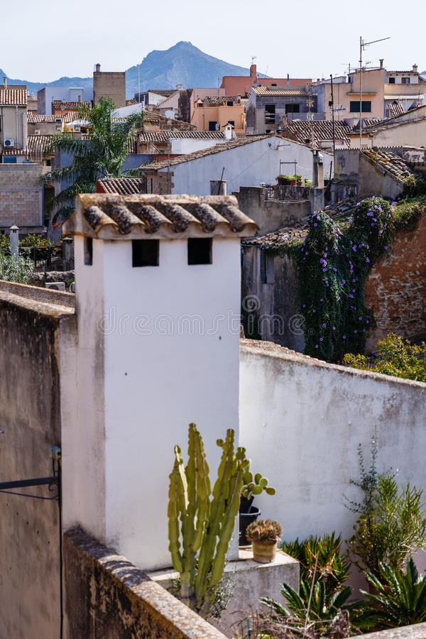 Widok miasto różnorodni dachy zdjęcia stock