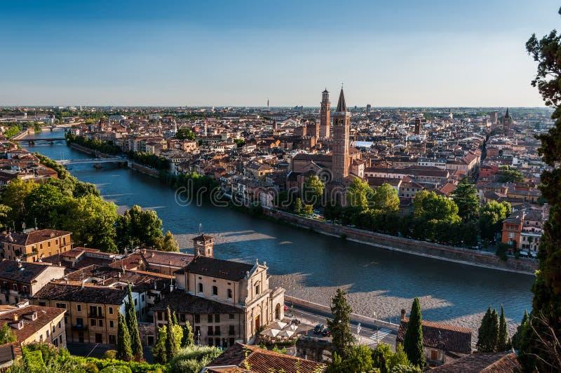 Widok miasto Verona przez Adige rzekę obrazy stock