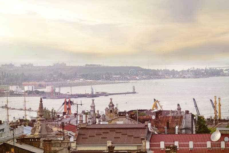 Widok miasto w odległość i z góry zatoka Czarny morze w wieczór świetle Ukraina odie Wybrzeże Bla zdjęcie royalty free