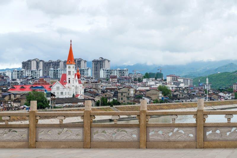 Widok miasto Zhangjiajie i piękny ewangelia kościół, Chiny fotografia stock