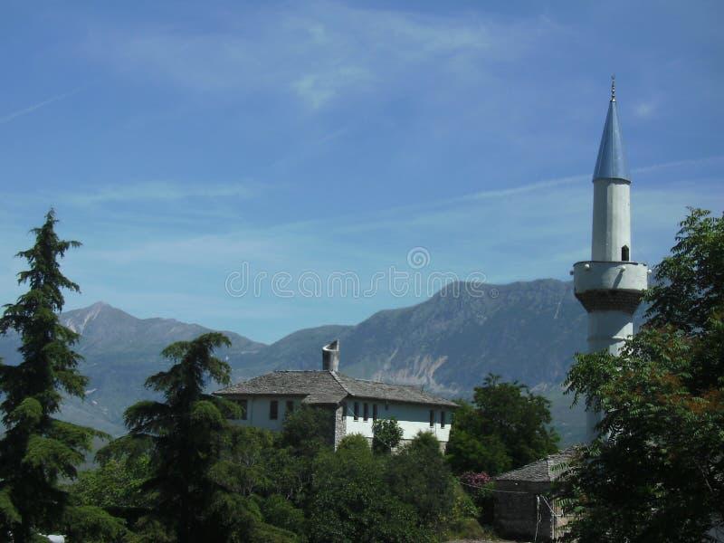 Widok minaret w mieście Gjirokaster Albania zdjęcie royalty free