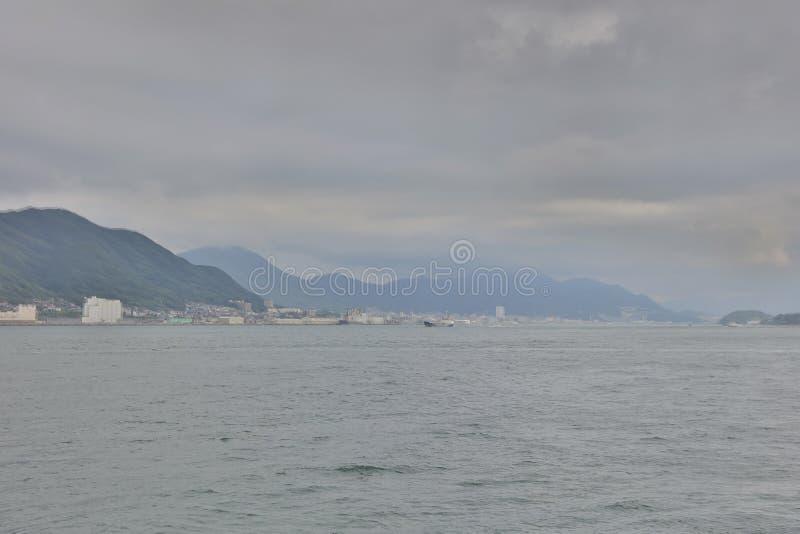 Widok Moji, Kitakyushu miasto przy statkiem zdjęcie royalty free
