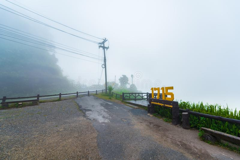 Widok morze mgła w ranku i pasmo górskie obraz royalty free