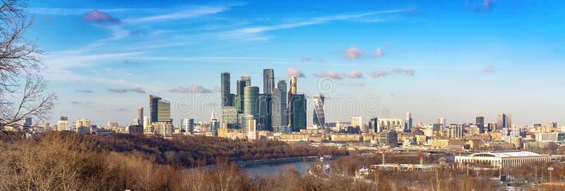 Widok Moskwa miasto z Vorobyovy wzgórzami fotografia stock