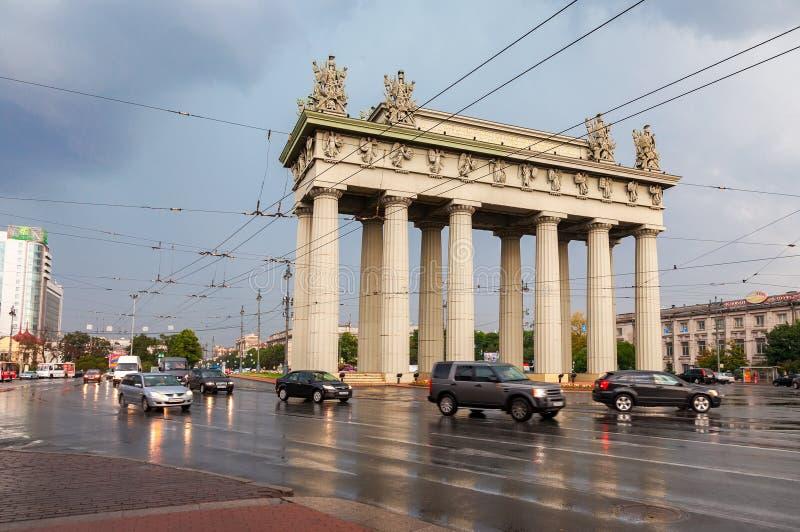 Widok Moskwa Triumfalna brama w St Petersburg, Rosja fotografia royalty free